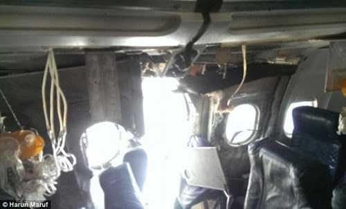 Lỗ thủng máy bay nhìn từ bên trong