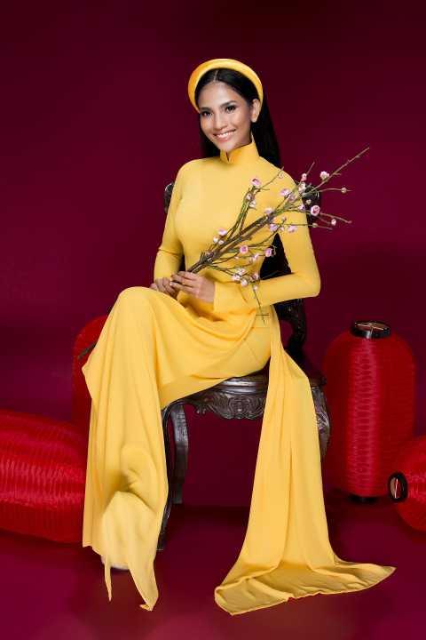 """Trước đó, dù hiện là một trong những người đẹp đắt giá của showbiz nhưng Trương Thị May lại gần như """"lẻ bóng"""" tại mọi sự kiện cũng như chụp ảnh."""