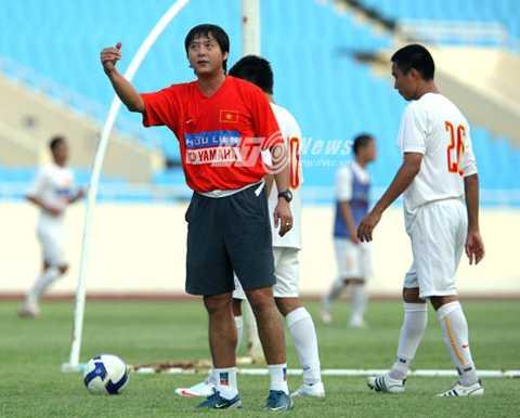 HLV Lê Huỳnh Đức là ứng viên số 1 cho ghế nóng ở ĐT Việt Nam (Ảnh: Quang Minh)