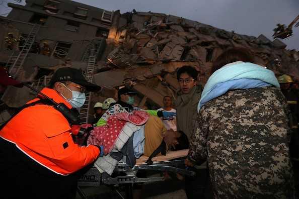 Ngoài lực lượng cứu hỏa và cảnh sát, quân đội Đài Loan đã điều động hơn 800 binh sĩ đến hiện trường để tham gia công tác cứu hộ, tìm kiếm và giải cứu. Ảnh: Reuters