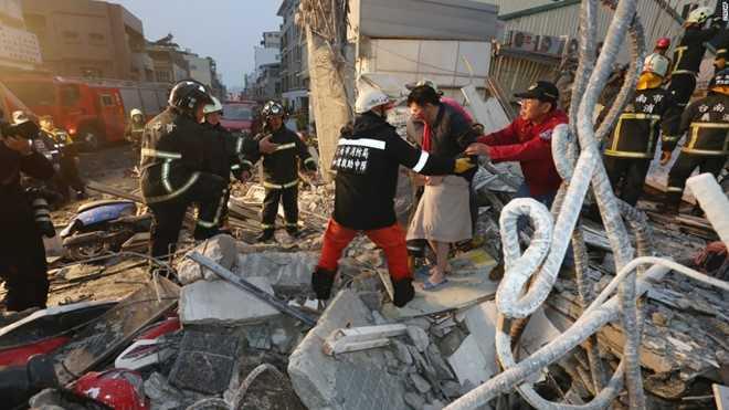 Do tâm chấn của trận động đất khá nông, khoảng 23 km, nên nó gây ra sức tàn phá đáng kể. Ảnh: Reuters