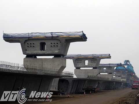 Cây cầu vượt biển dài nhất Việt Nam đang dần được hình thành