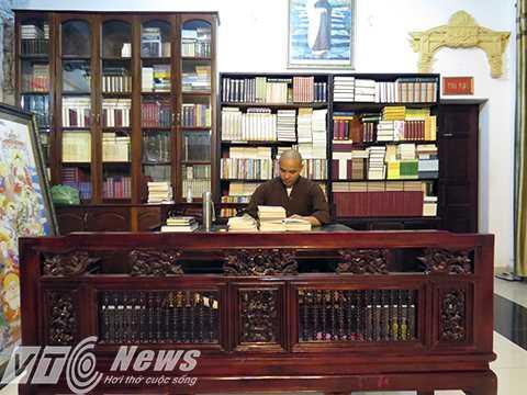 Thư viện, nơi chư tăng học tập và tra cứu. Chủ yếu là kinh Phật, với 3 thứ tiếng Việt, Trung, Anh.