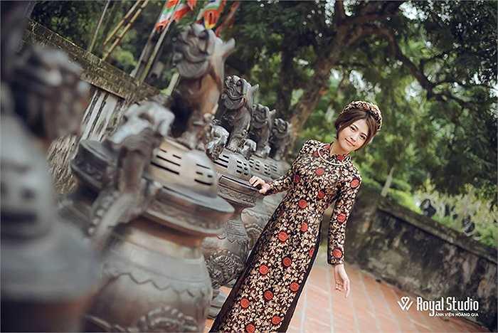 Ngoài dạy các môn văn hóa như Tiếng Việt, Toán, Lịch sử, cô gái này còn dạy ở câu lạc bộ khéo tay, hay làm của trường