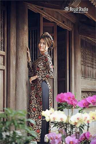 Nhân dịp đầu năm mới, cô giáo 9X xinh đẹp này chia sẻ bộ ảnh khoe sắc xuân đằm thắm tại đền Trần