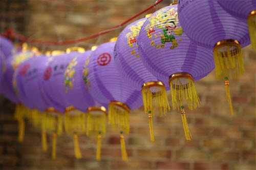 Đèn lồng được trang trí tại khu phố Chinatown ở London, Anh.