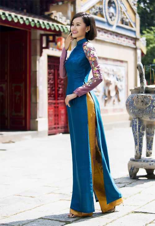Người đẹp Hoa hậu Hoàn vũ 2015 Kim Chi rạng ngời trong sân chùa.
