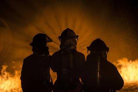 Học các phương án áp chế ngọn lửa và cứu hộ trong các vụ cháy