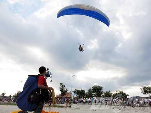 Lên Sơn Trà, bay, dù lượn, ngắm Đà Nẵng, từ trên cao
