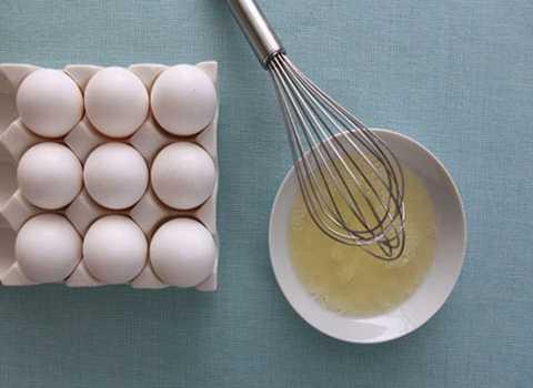 Lòng trắng trứng khiến cồn trong rượu bị kết tủa lại, giảm bớt lượng cồn vào máu. Ảnh minh họa