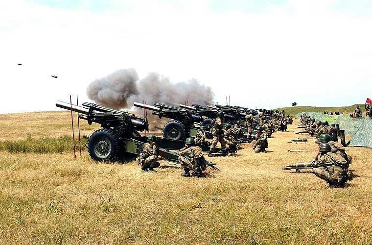 Lựu pháo xe kéo M114 155mm được phát triển bởi hãng Rock Island Arsenal (Mỹ) từ trong Chiến tranh Thế giới thứ 2, sản xuất với số lượng tới 10.300 khẩu từ 1941-1953. Suốt hàng chục năm, M114 155mm từng nắm giữ vai trò quan trong trọng lực lượng pháo binh Mỹ và đồng minh.