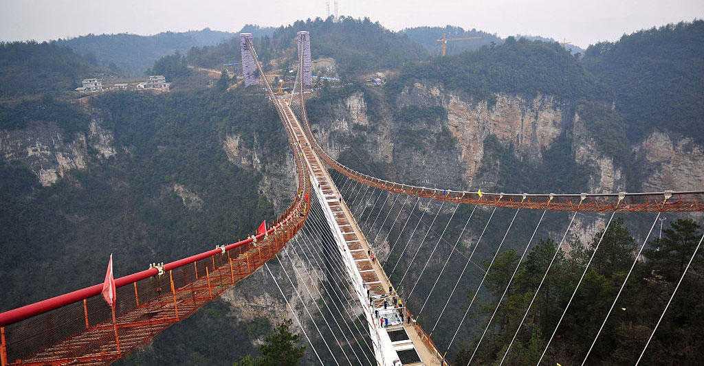 Cầu mặt kính ở Trung Quốc