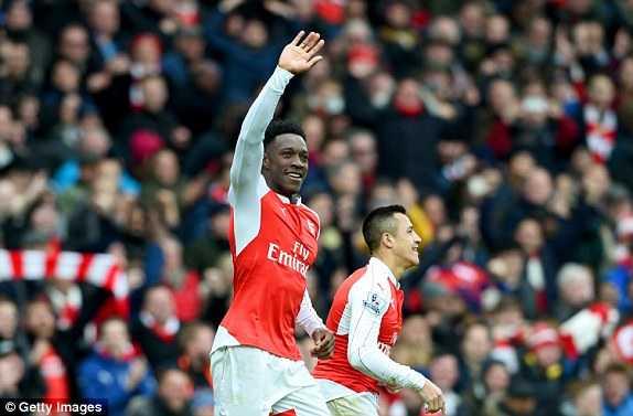 Welbeck ghi bàn thắng quyết định giúp Arsenal đánh bại Leicester
