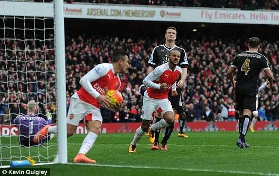 Walcott ghi bàn gỡ hòa cho Arsenal