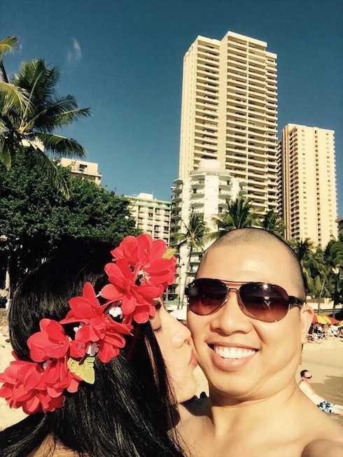 Hải Anh và vợ trẻ mỹ nhân chia sẻ khoảnh khắc tình tứ tại Hawaii.