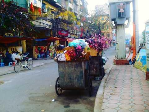 Hết Tết, đào Tết, chất thành rác, Bính Thân, bãi rác, Hà Nội, công nhân vệ sinh