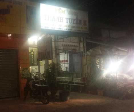 Nghi can cướp tiệm vàng Thanh Tuyền II vào thời điểm chiều mùng 4 Tết khi khu chợ Tân Thông còn khá vắng vẻ - HT.