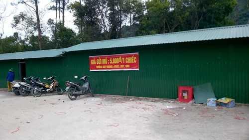 Bãi gửi xe máy tại Yên Tử.