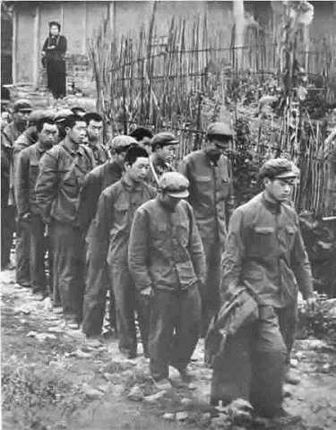Lính Trung Quốc bị dân quân Việt Nam bắt sống trong chiến tranh biên giới 1979   Ảnh tư liệu