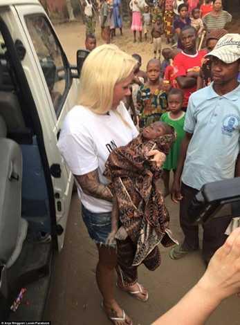 Sau khi được cho uống nước, Hope được đưa đến bệnh viện