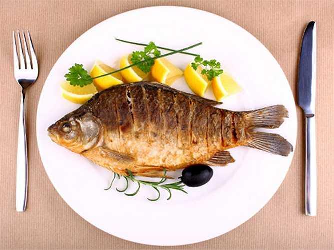 Cá: Các axit béo omega-3 và một số chất dinh dưỡng khác trong cá được cho là giúp cơ thể chống lại bệnh ung thư.