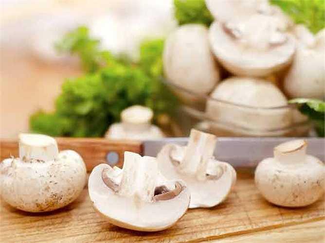 Nấm: Một số nghiên cứu cho rằng nấm giúp chiến đấu chống lại ung thư. Một số loại nấm có chứa chất chống ung thư.