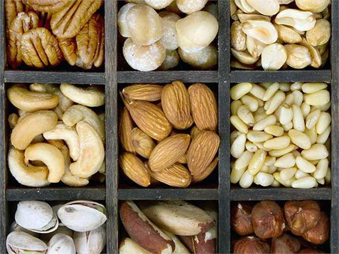 Các loại hạt: Một số loại hạt chứa nhiều selenium giúp chống lại tế bào ung thư và các loại hạt khác chứa nhiều chất dinh dưỡng tăng cường hệ miễn dịch.
