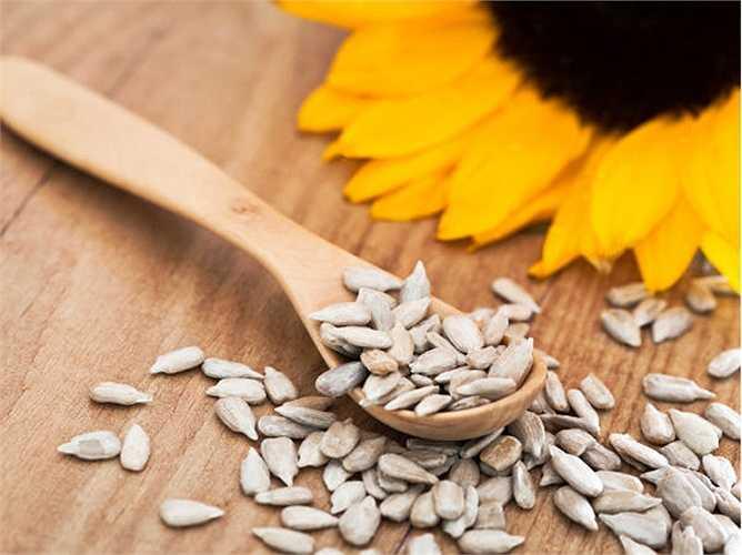 Hạt hướng dương: Chúng chứa Vitamin E và kẽm. Kẽm có thể tăng tốc độ quá trình chữa bệnh.