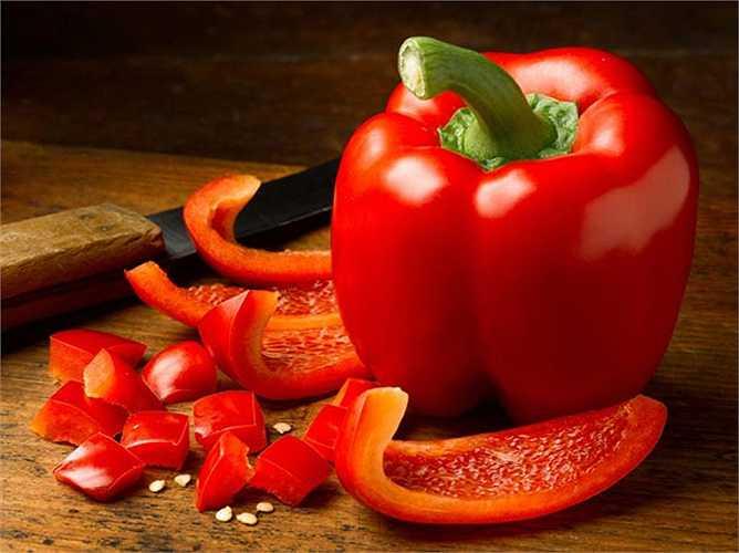 Ớt chuông đỏ: Hàm lượng vitamin C có trong nó có thể tăng khả năng miễn dịch của bạn và giúp chống lại ung thư trong cơ thể.