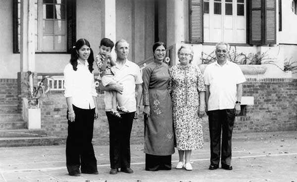 Đại tướng Obaturov cùng vợ đến thăm gia đình Đại tướng Văn Tiến Dũng, ngày 1/9/1979