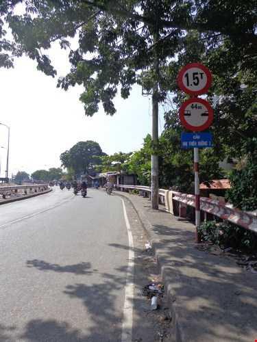Cầu Nhị Thiên Đường cũ hiện chỉ cho phép xe có tải trọng 1,5 tấn lưu thông