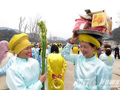 Các bản hội chuẩn bị mâm lễ vật vào lễ Phật ngày khai hội