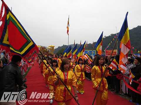Các đội nghi thức  rước lễ tập kết trước Lễ trường Yên Tử