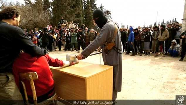 IS thường áp dụng những hình thức xử phạt kinh dị như thời Trung cổ