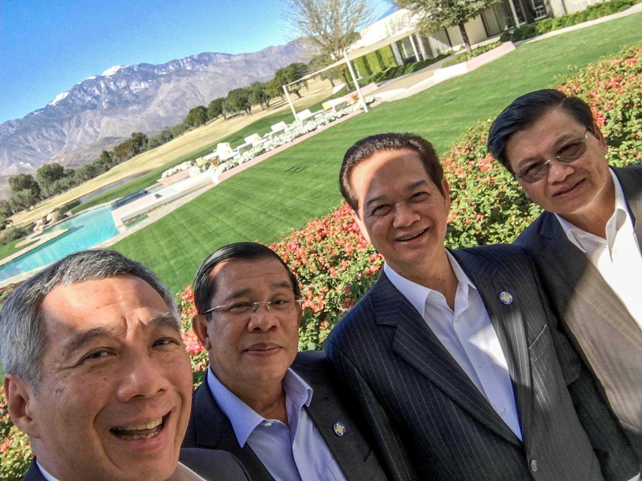 Thủ tướng Singapore Lý Hiển Long chụp ảnh selfie với Thủ tướng Nguyễn Tấn Dũng, Phó Thủ tướng Lào và Thủ tướng Campuchia