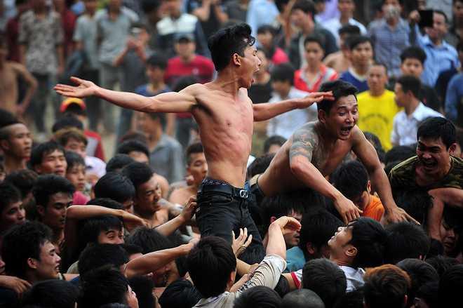 Lễ hội cướp phết trở thành nơi đánh nhau của các thanh niên