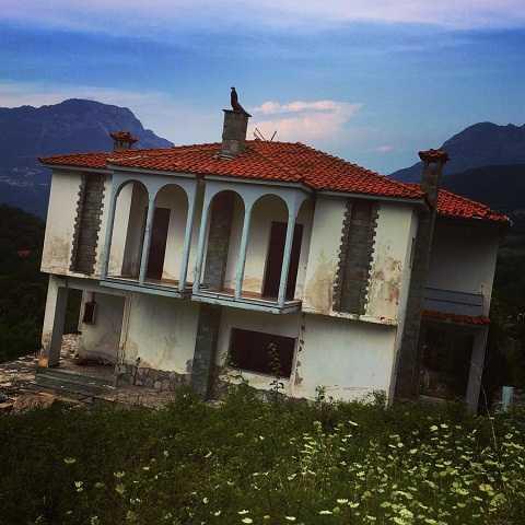 Những ngôi nhà xiêu vẹo tại thị trấn ma