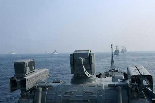 Đội hình tàu Hải quân Việt Nam và 24 nước chào hành quân theo đội hình lúc chia tay Ấn Độ