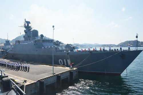 Tàu 011 Đinh Tiên Hoàng rời Cảng Cam Ranh dự duyệt binh tàu quốc tế tại Ấn Độ và thăm Singapore