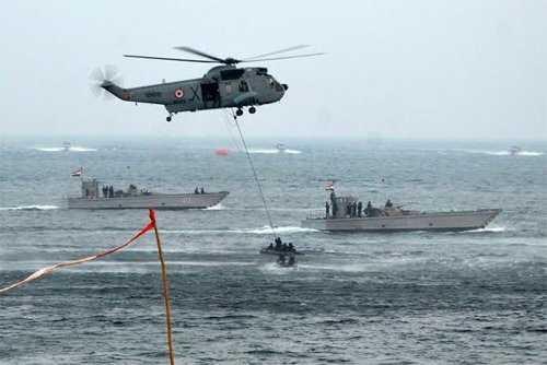 Không quân và lực lượng đặc nhiệm hải quân Ấn Độ có màn trình diễn thuyết phục người xem
