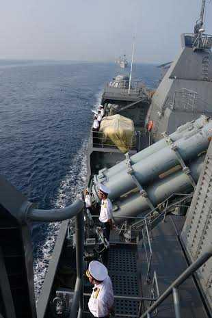 Đội hình tàu chào tàu Ấn Độ trước lúc chia tay