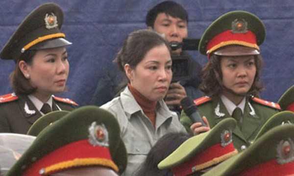 Nguyễn Thị Huệ trong phiên tòa sơ thẩm tháng 1/2014. Ảnh: Báo Thanh niên