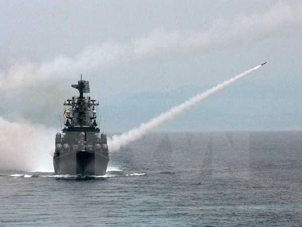 Tàu tuần dương thuộc Hạm đội Biển Đen của Nga bắn tên lửa
