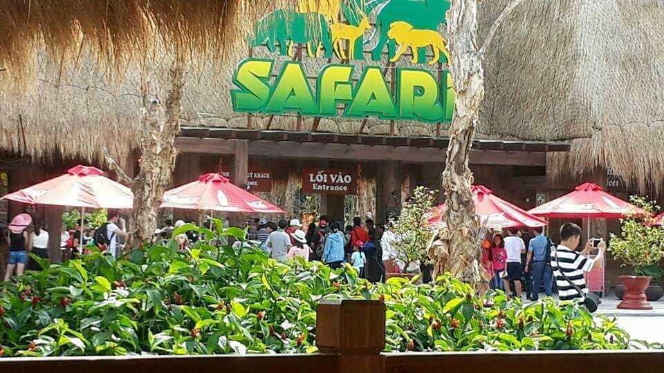 Khách xếp hàng tham quan tại Vinpearl Safari Phú Quốc dịp Tết Nguyên đán vừa qua