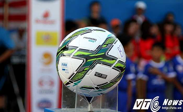 Bắt đầu từ V.League 2016, các CLB và cầu thủ sẽ sử dụng bóng của Grand Sport thay vì bóng Động Lực suốt 10 năm trước. Đây là trái bóng đạt chuẩn FIFA và có chất lượng tốt hơn hẳn bóng cũ