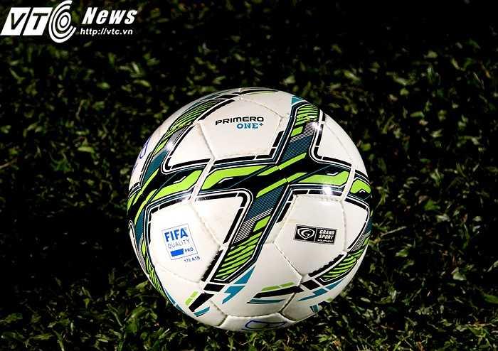 Primero One cũng là dòng bóng được dùng khá nhiều trên thế giới. Dù là của Grand Sport nhưng đặc điểm trái bóng này không hề khác so với các dòng thông dụng hiện tại của Nike hay Mitre - những hãng cung cấp bóng nổi tiếng thế giới