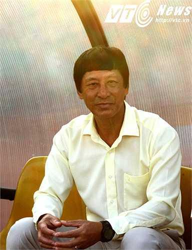 Phát biểu sau trận, HLV Vũ Quang Bảo chỉ mong cầu thủ thích nghi nhanh với bóng mới (ảnh: Hoàng Tùng)