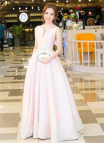 Theo đuổiphong cách lịch lãm,Angela Phương Trinh luôn đầu tư chỉn chu mỗi khi đi sự kiện