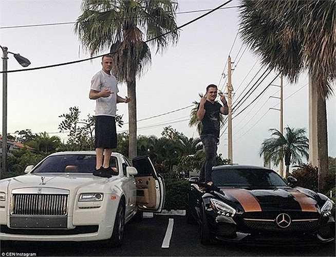 2 chàng trai này đứng lên hẳn mui của những siêu xe hạng sang: Mercedes-Benz và Rolls-Royce