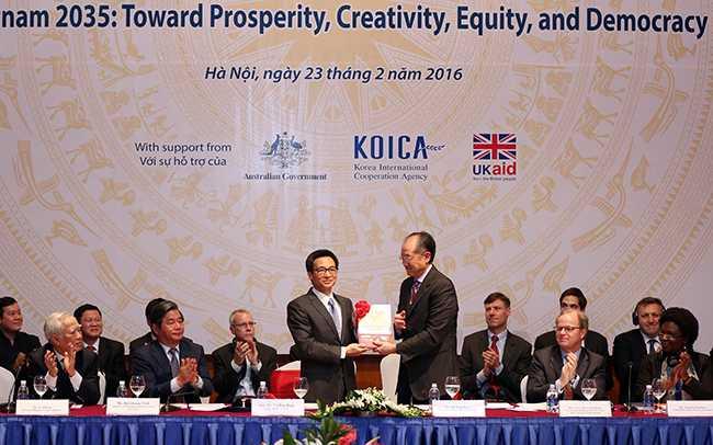 Phó Thủ tướng Vũ Đức Đam và Chủ tịch WB Jim Yong Kim chính thức công bố Báo cáo Việt Nam 2035